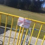 Stále platí zákaz vstupu na hřiště